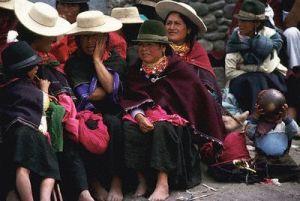 Las mujeres de nuestra tierra esperan a que ellos vuelvan, sus hijos, sus esposos, sus hermanos, y se inventan retornos para evitar llorar por la tristeza...