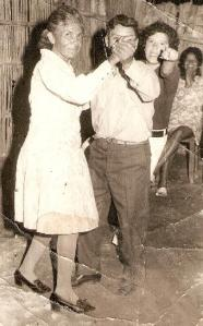 bailando Julia y Santiago... ella aún lo recuerda en la neblina de la vejez y él espero esté mirándonos desde el cielo
